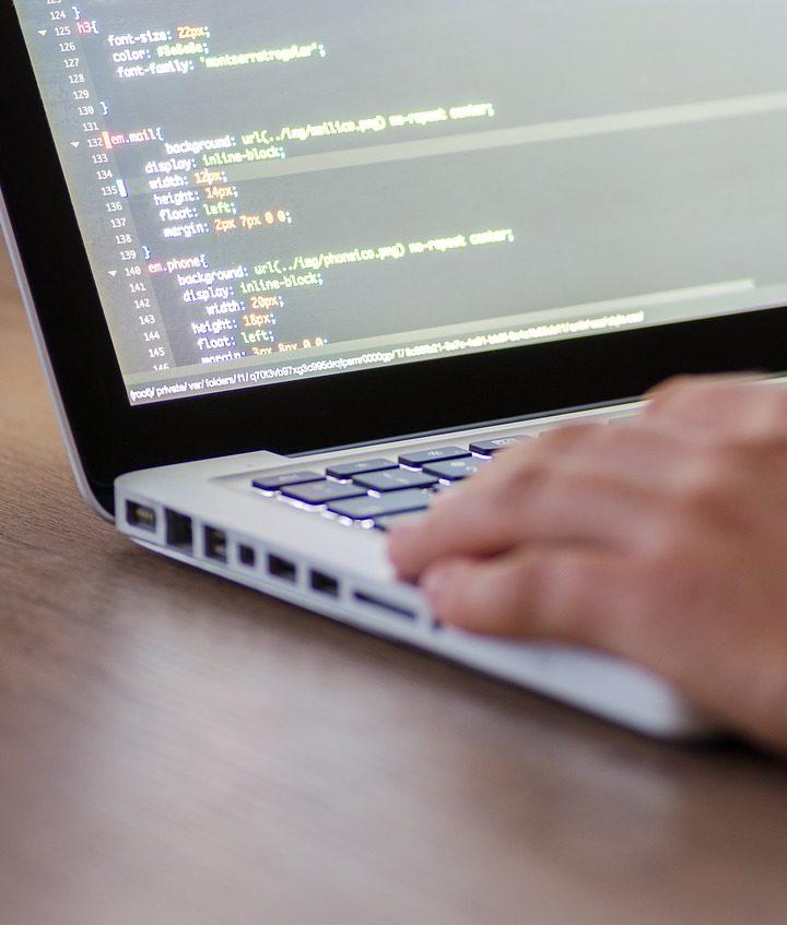 Jak testować oprogramowanie przed oddaniem do użytku?
