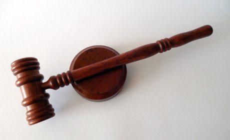 Dobry adwokat od prawa karnego pomoże podczas procesu
