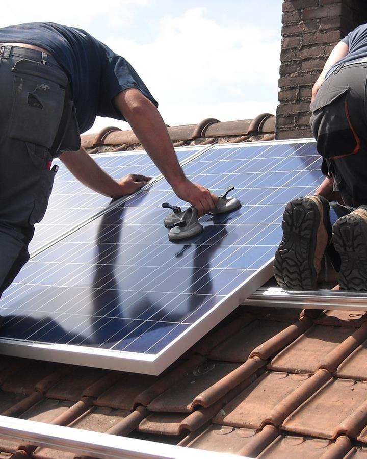 Jest wiele powodów, dla których warto zainstalować panele słoneczne