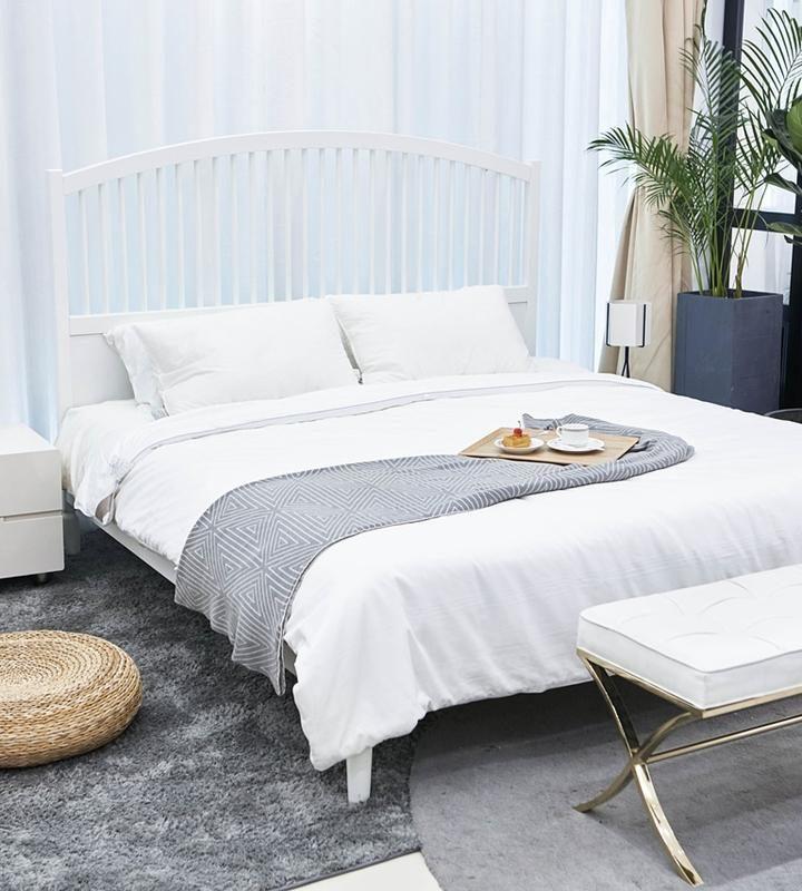 Biała relaksująca sypialnia