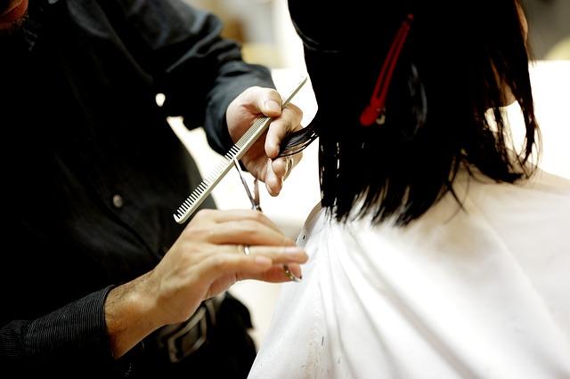Jak zadbać o końcówki włosów?