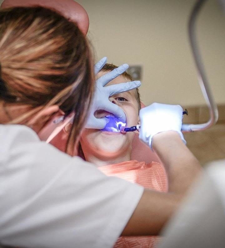 Fachowe wstawianie implantów stomatologicznych