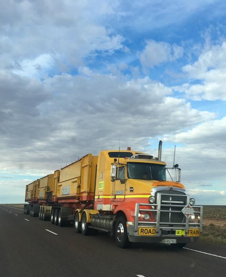 Czy kupowanie części zamiennych do ciężarówek ma sens?
