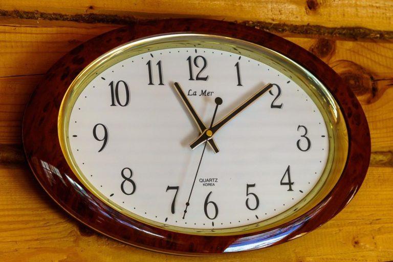 Stylowe i dobrze wykonane zegary ścienne z nadrukiem
